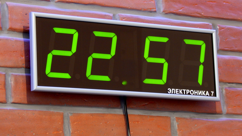 Большие электронные часы на стену
